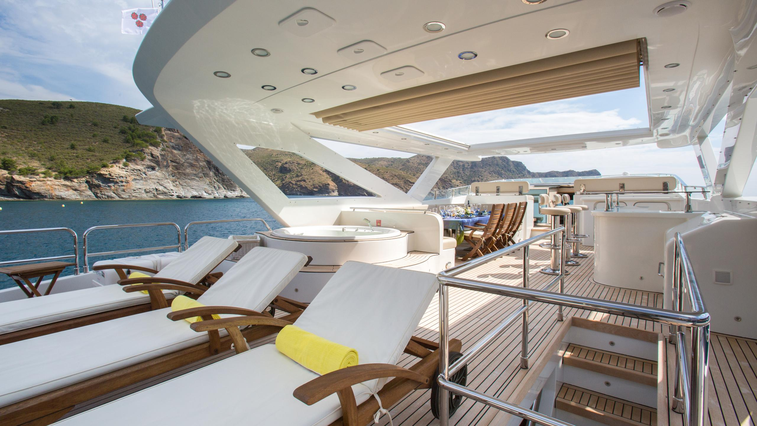 madness-yacht-sun-lounger