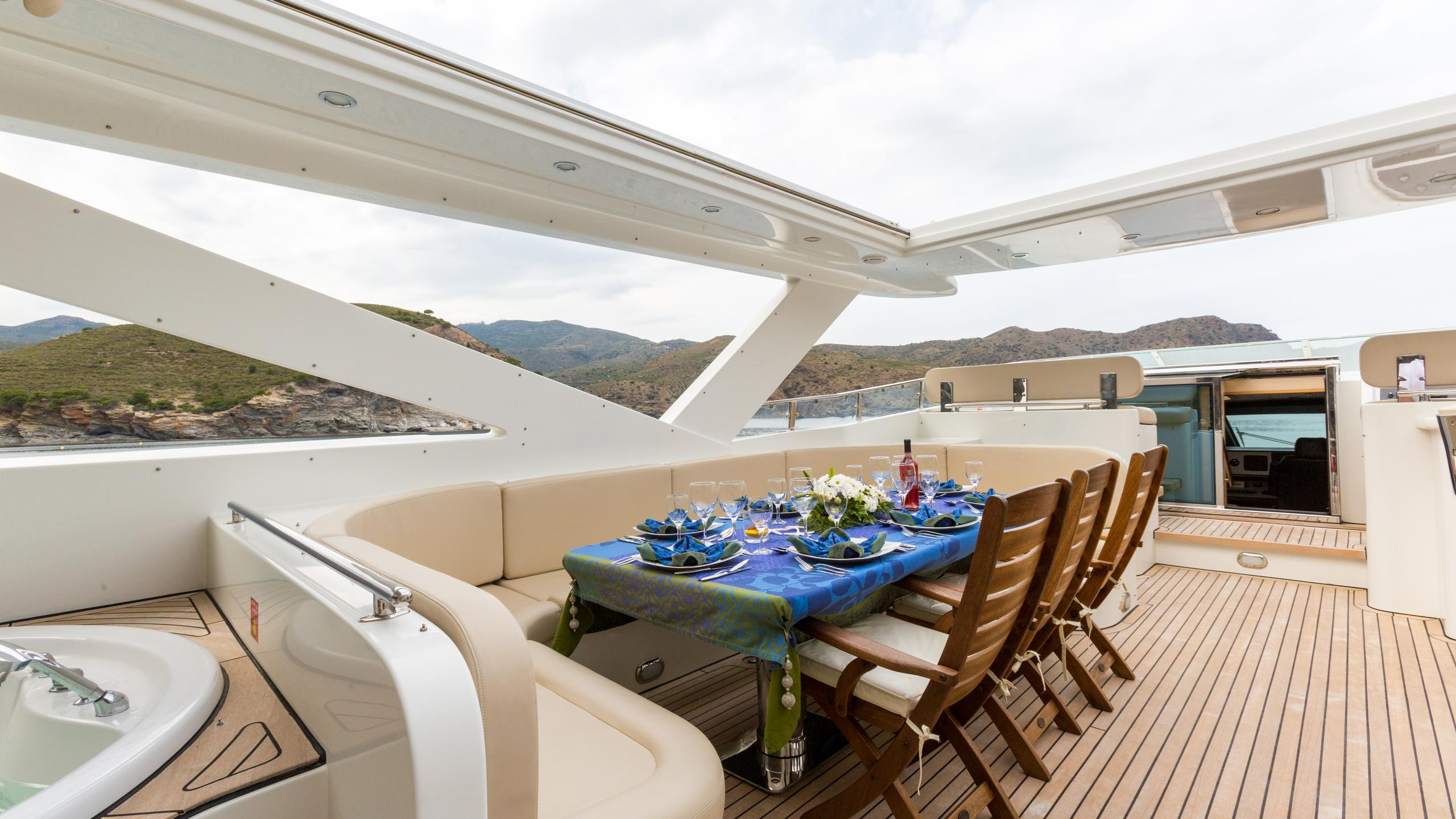 madness-yacht-exterior-dining