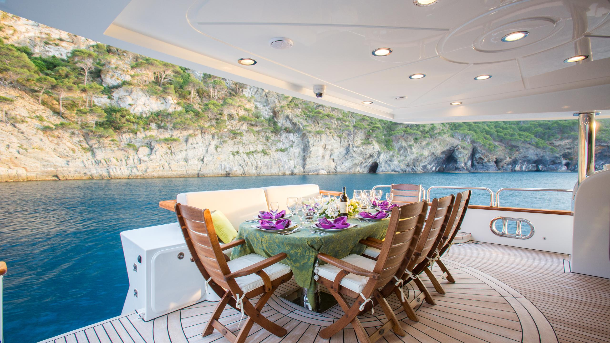 madness-yacht-aft-dining