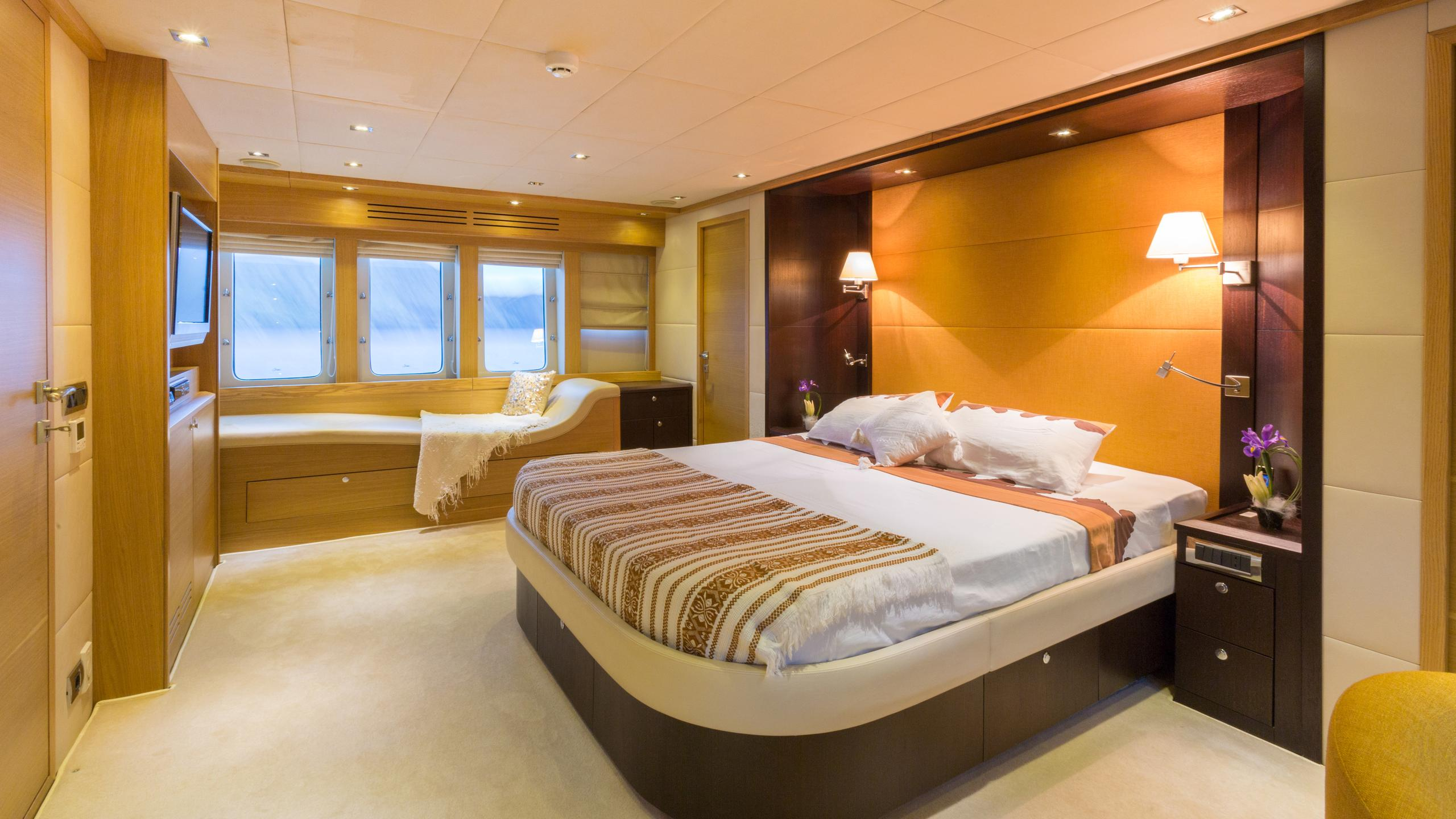 madness-yacht-double-cabin