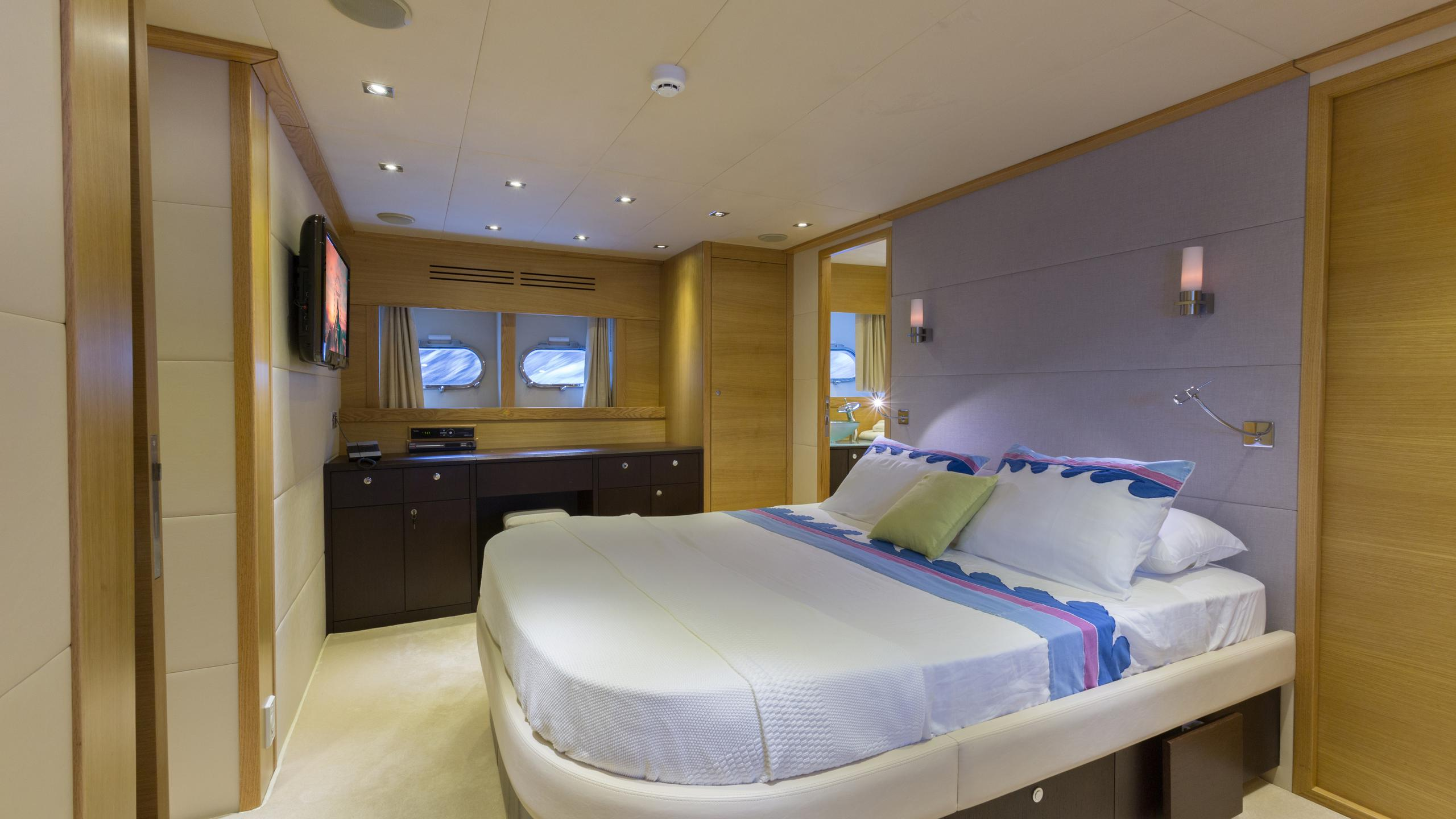 madness-yacht-master-cabin