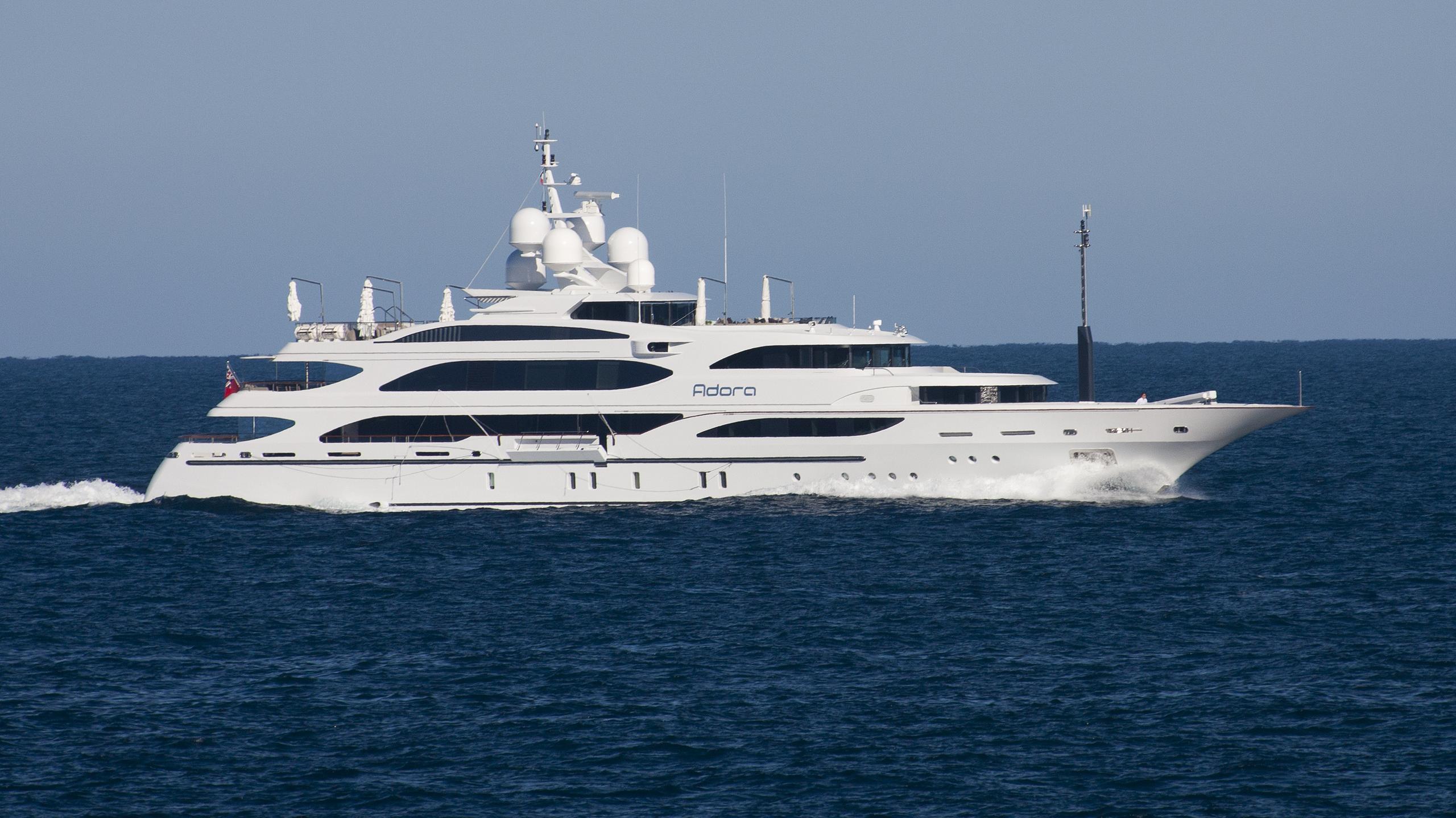 adora-yacht-exterior