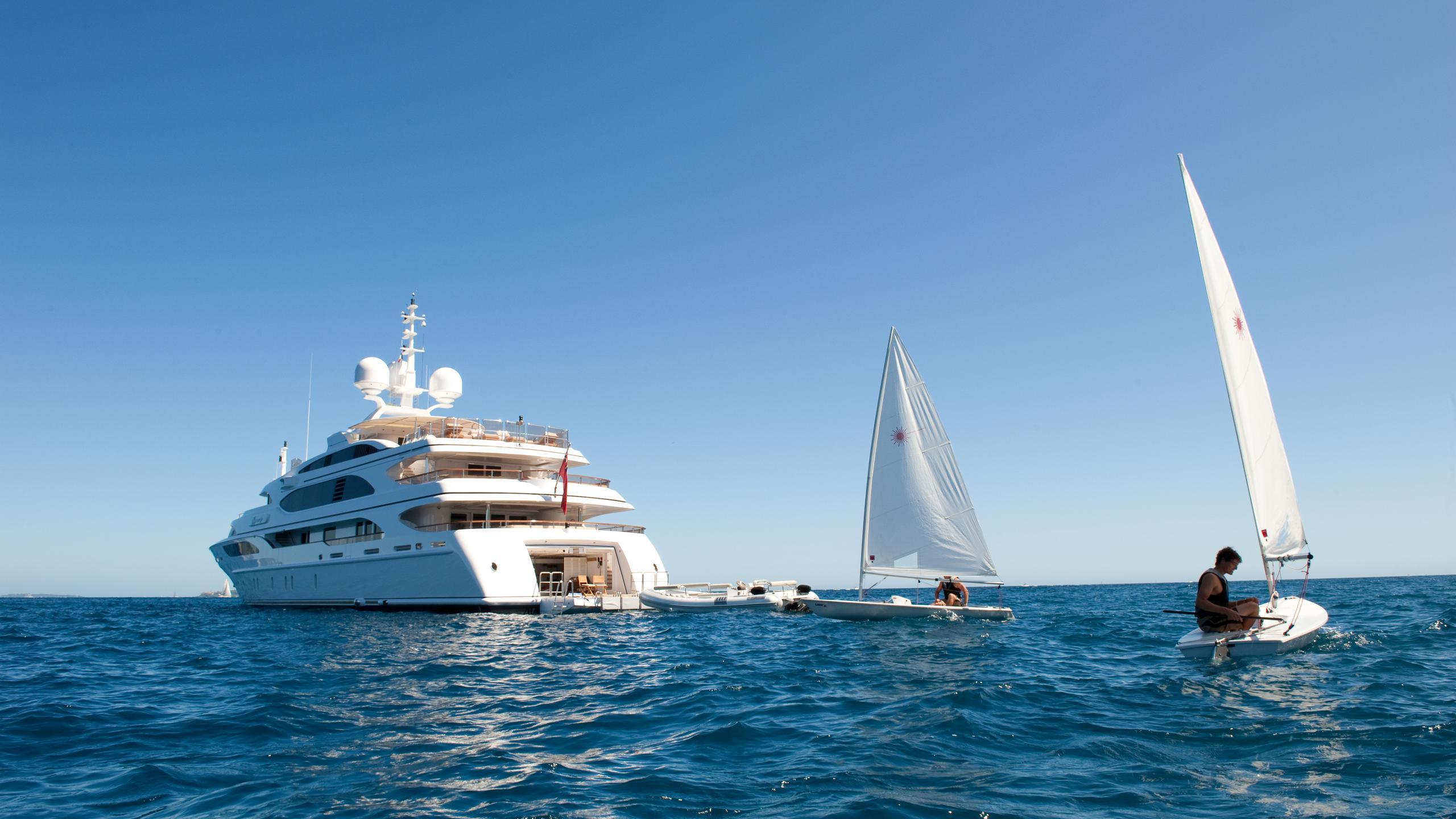 i-dynasty-yacht-stern-toys