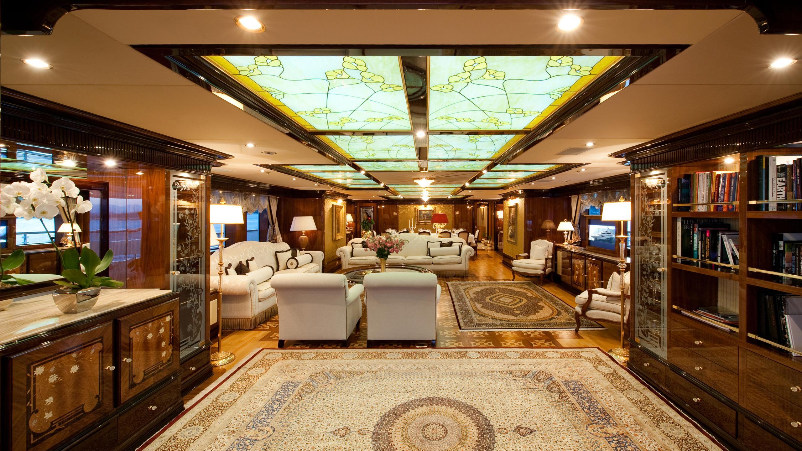 i-dynasty-yacht-saloon