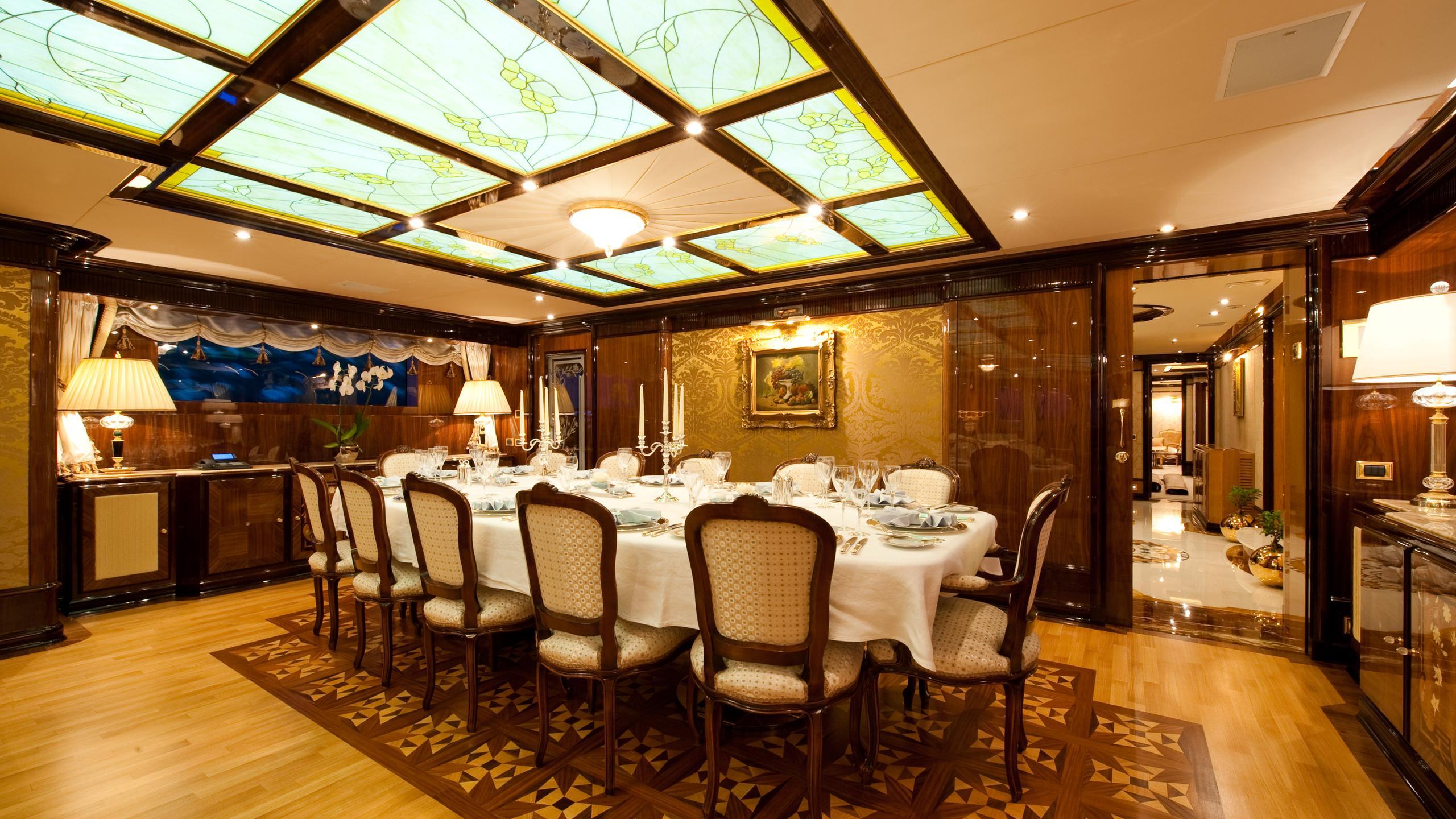 i-dynasty-yacht-dining