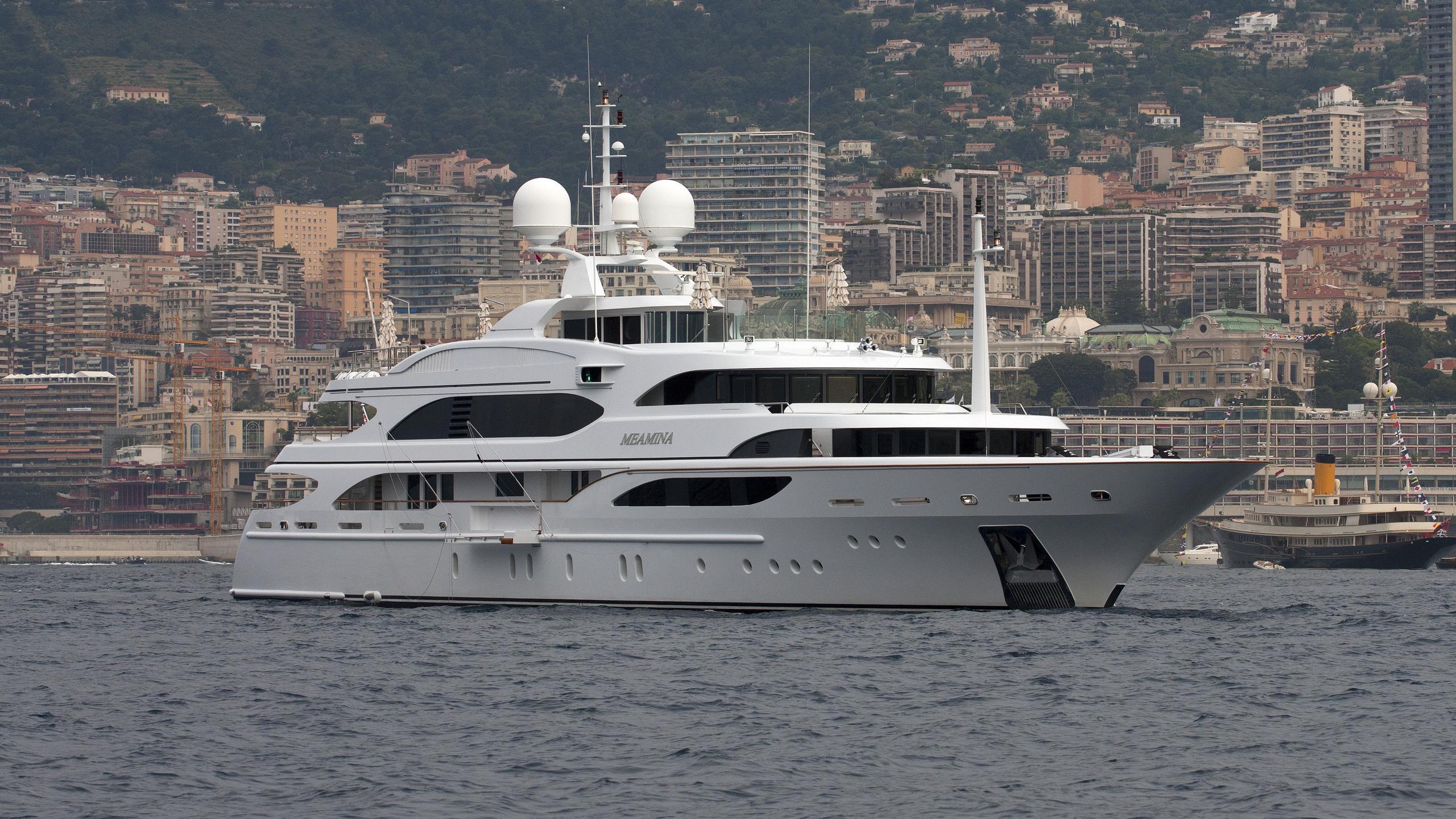 meamina-yacht-exterior