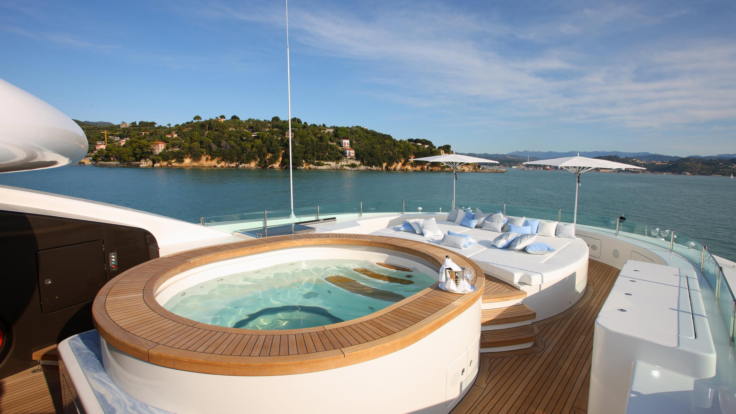 st-david-yacht-jacuzzi