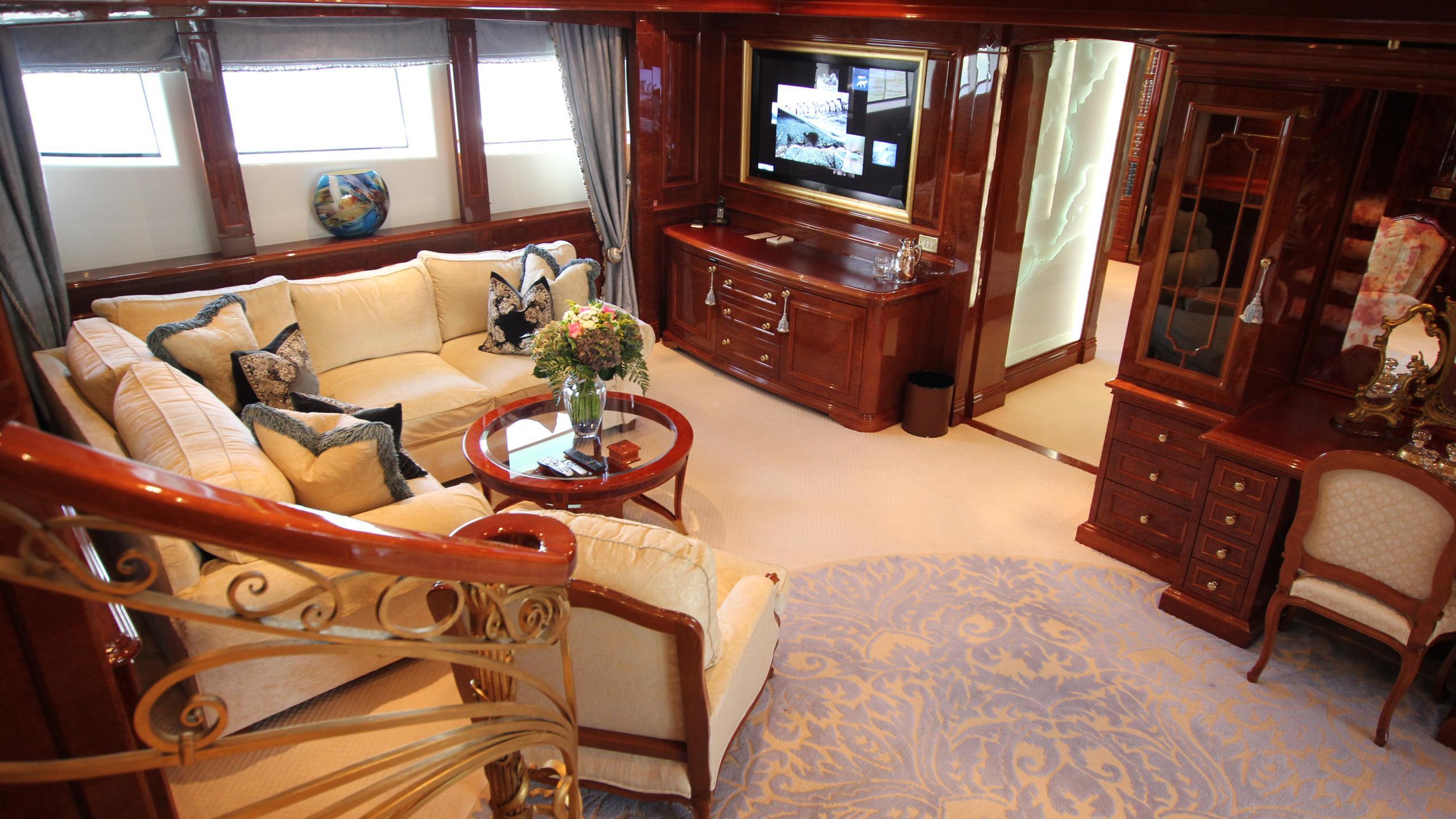 st-david-yacht-lounge