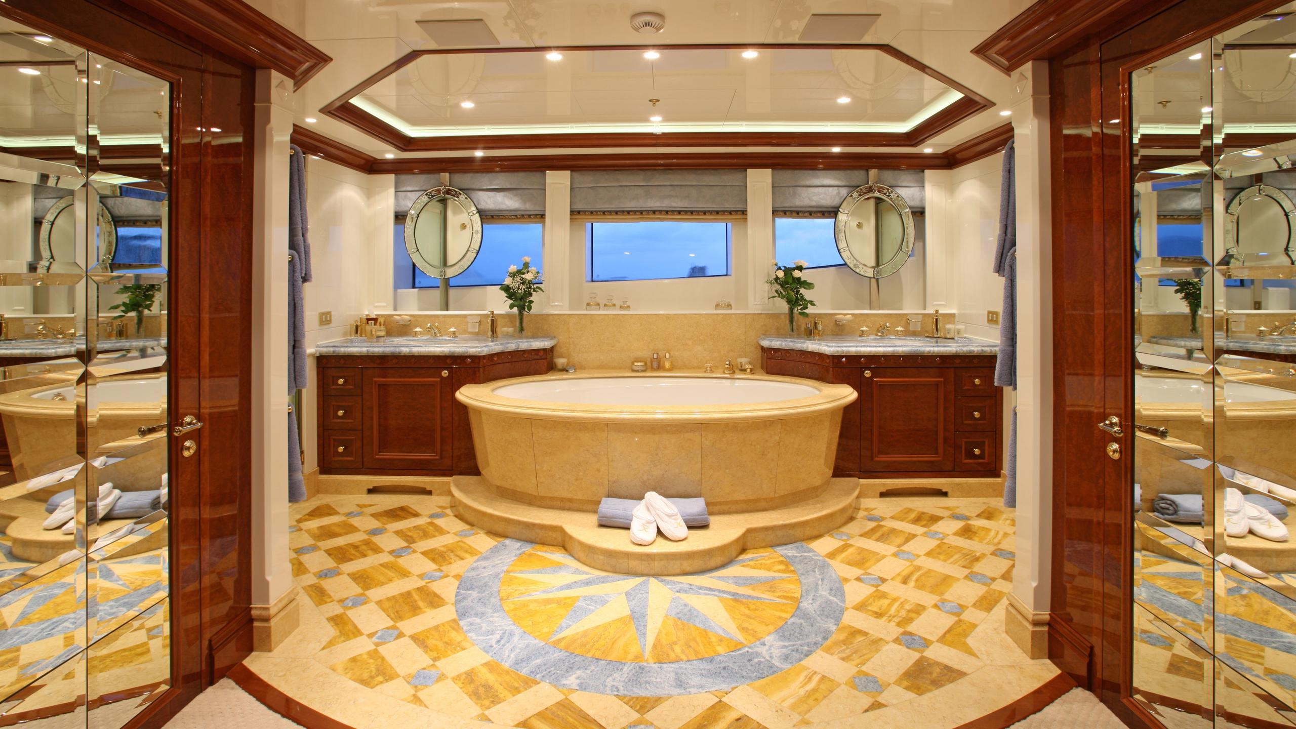 st-david-yacht-master-bathroom