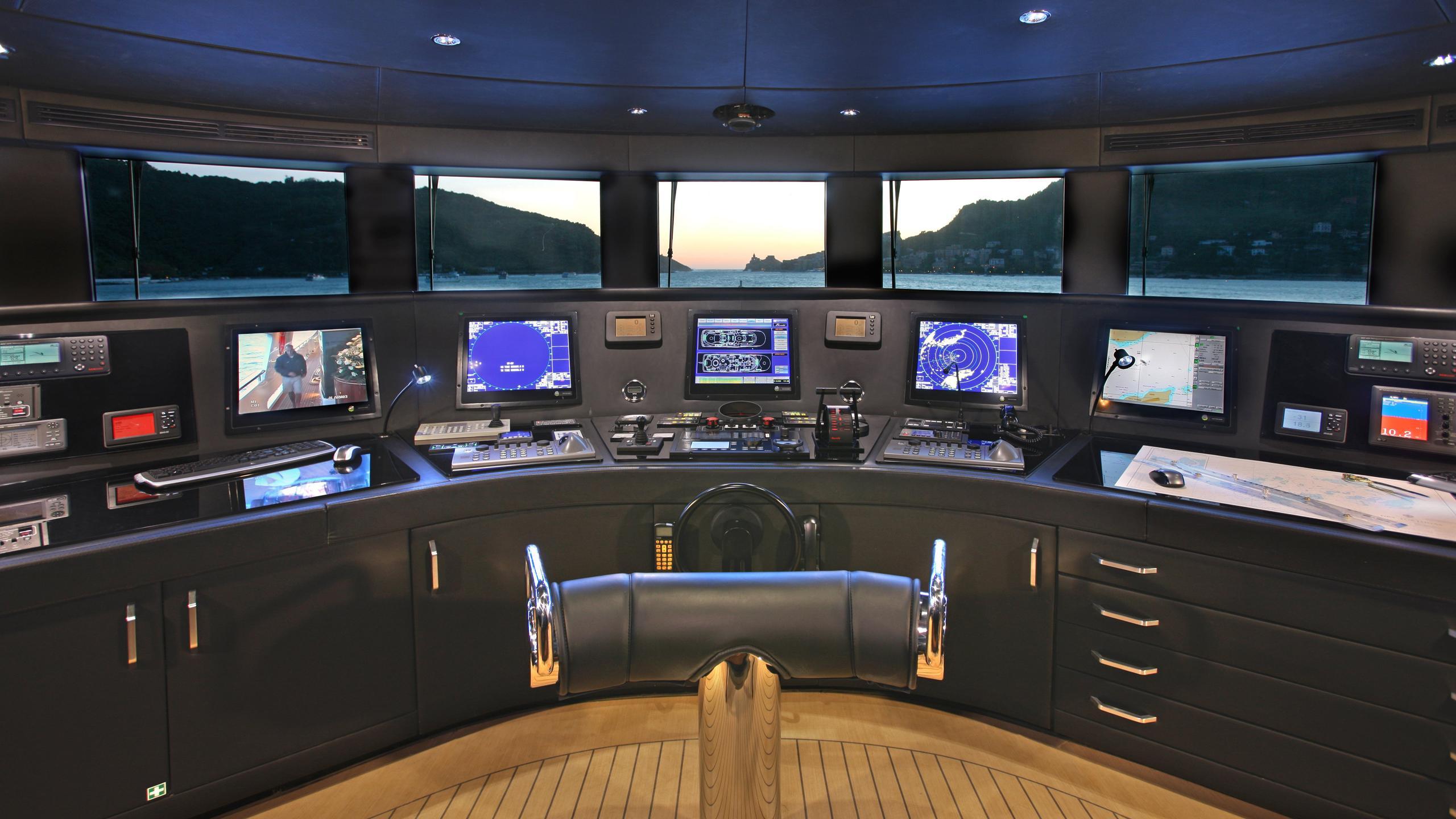 st-david-yacht-helm