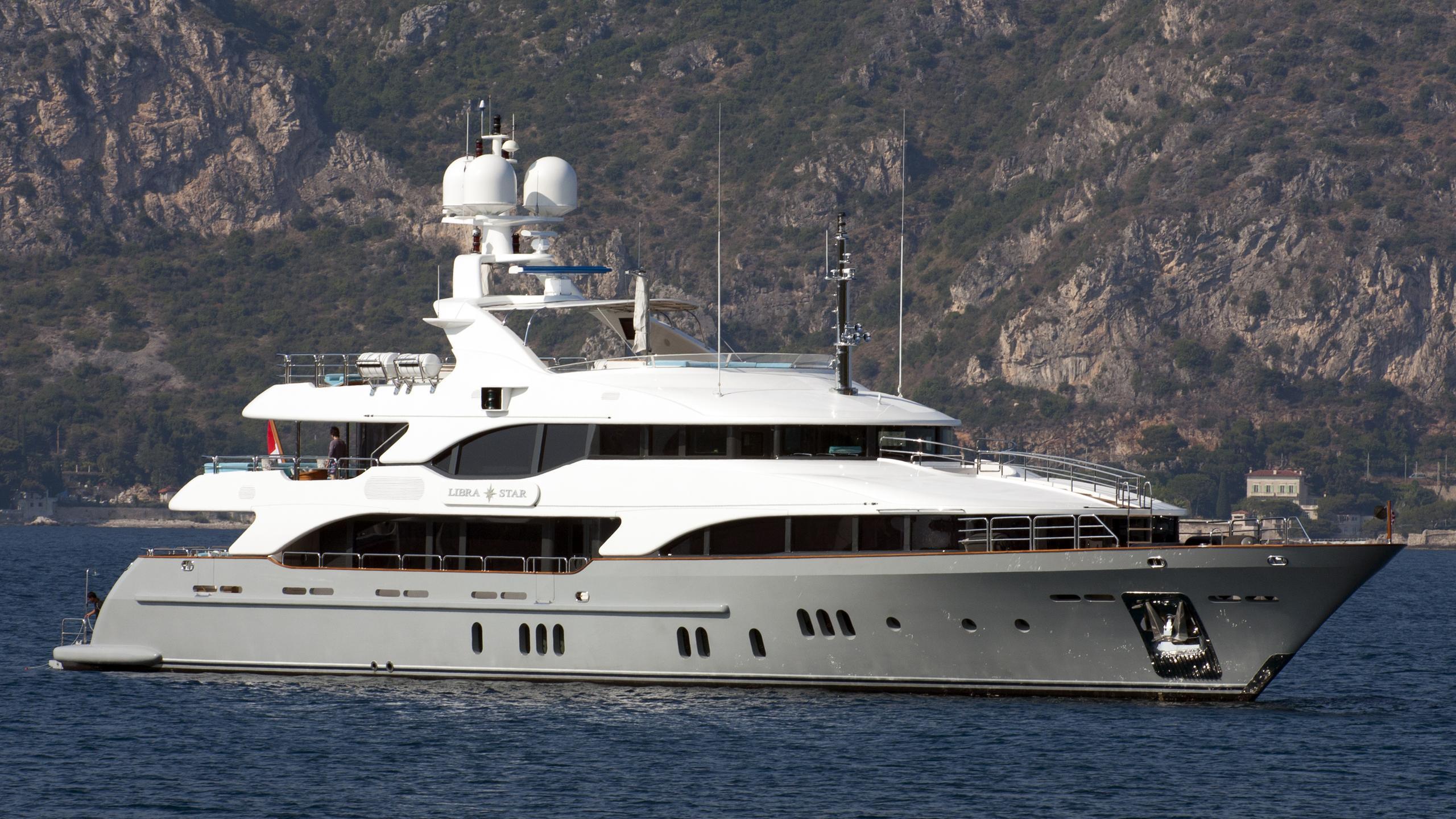 justa delia libra star motor yacht benetti vision 2008 44m half profile