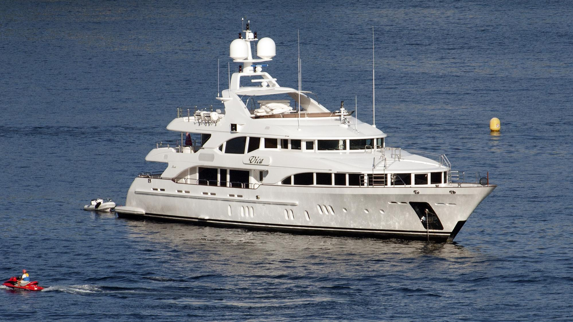 vica-yacht-exterior