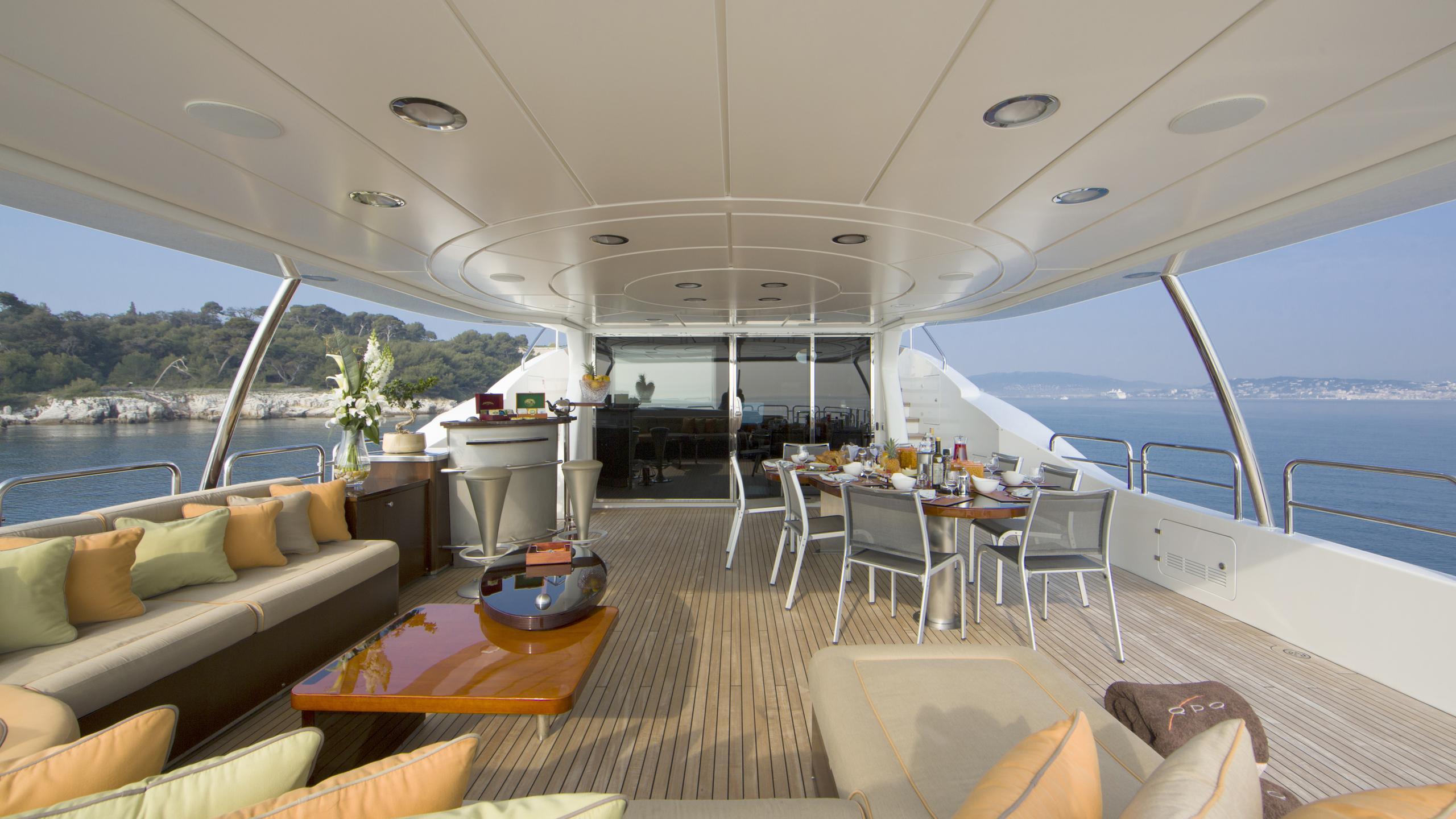 quid-pro-quo-yacht-bridge-deck
