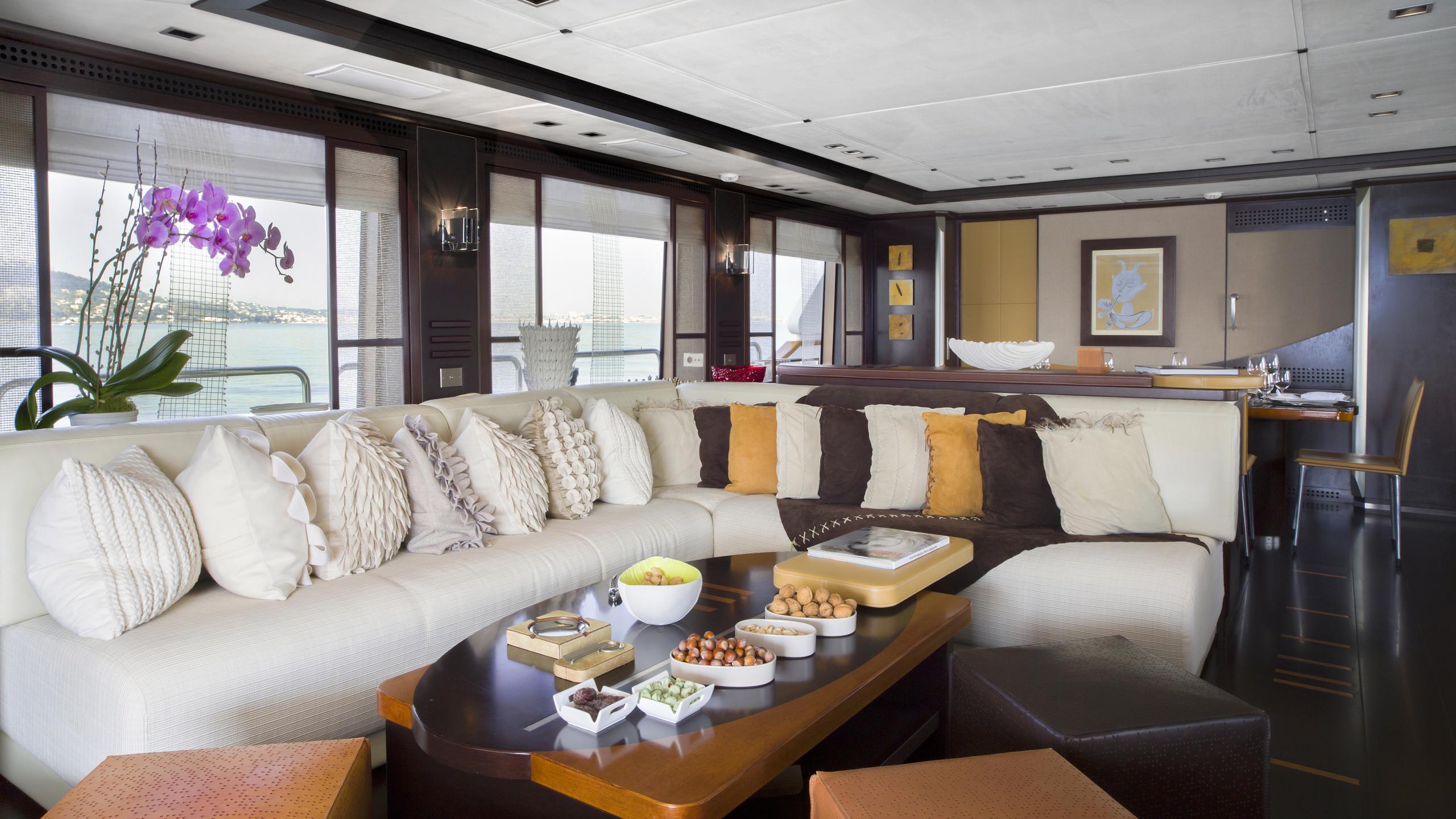 quid-pro-quo-yacht-saloon