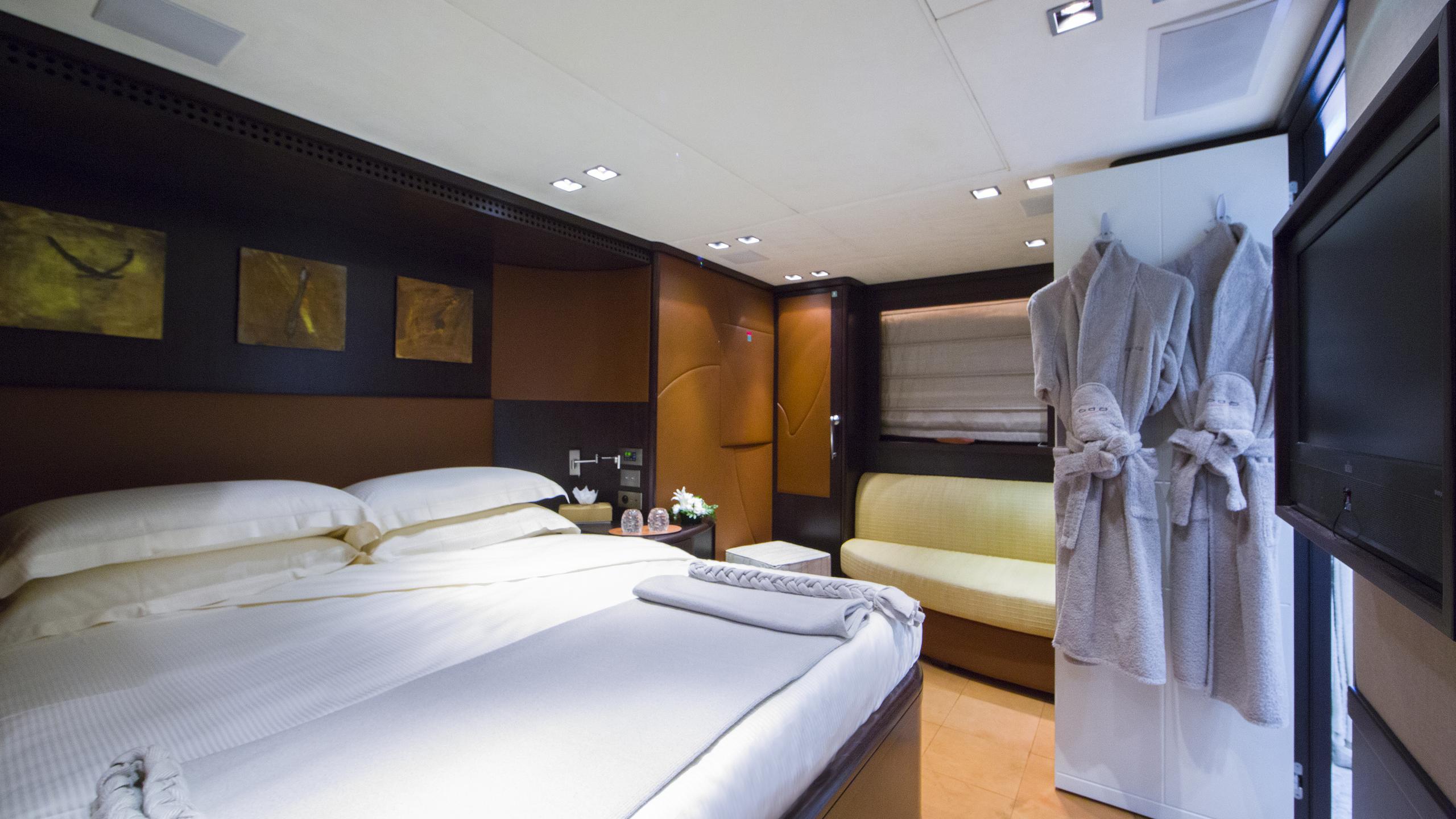 quid-pro-quo-yacht-master-cabin