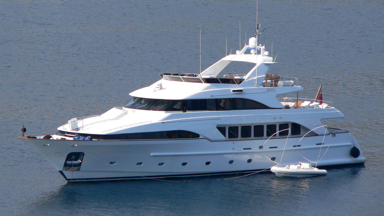 accama_yacht_exterior