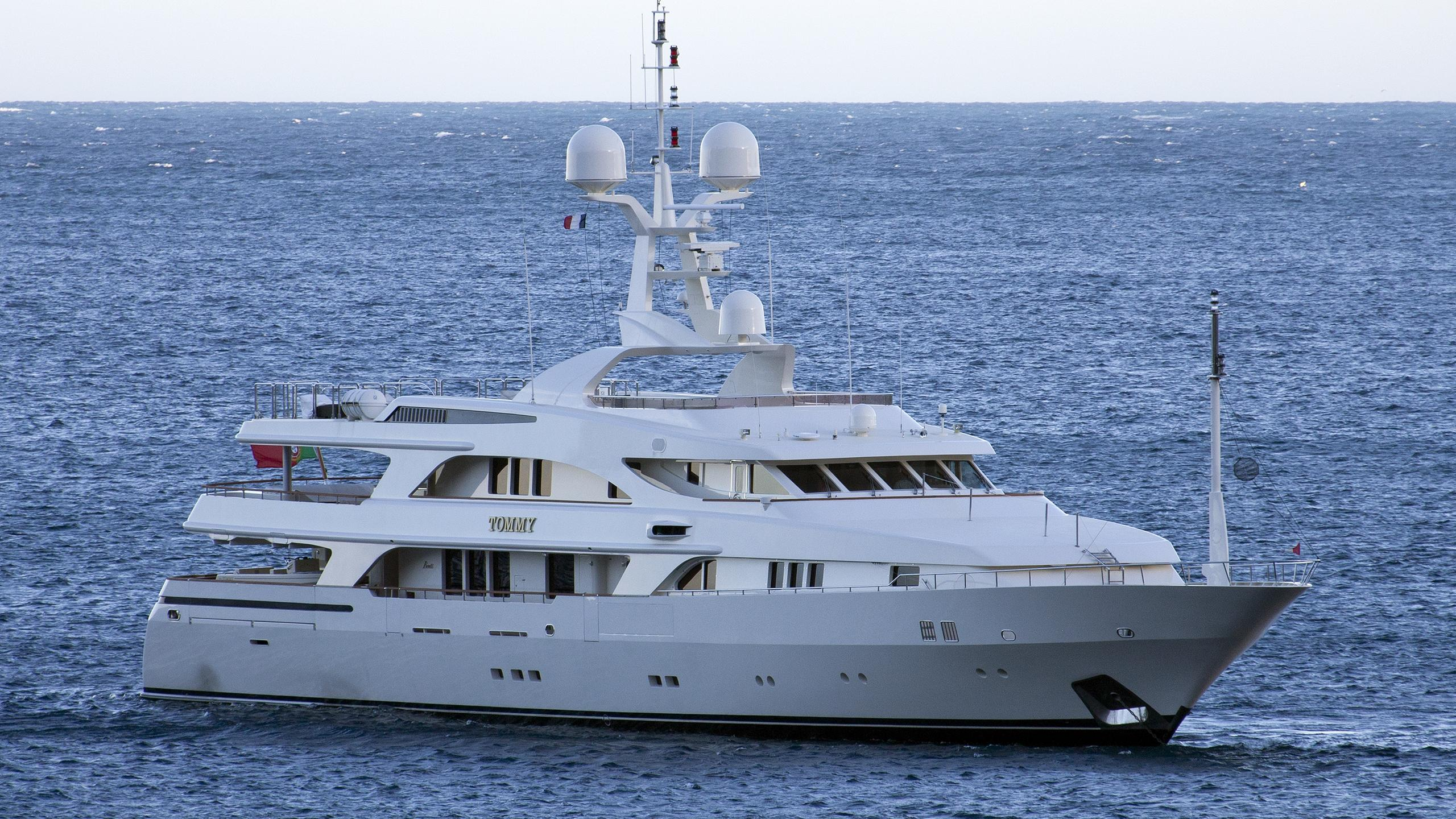tommy-yacht-exterior