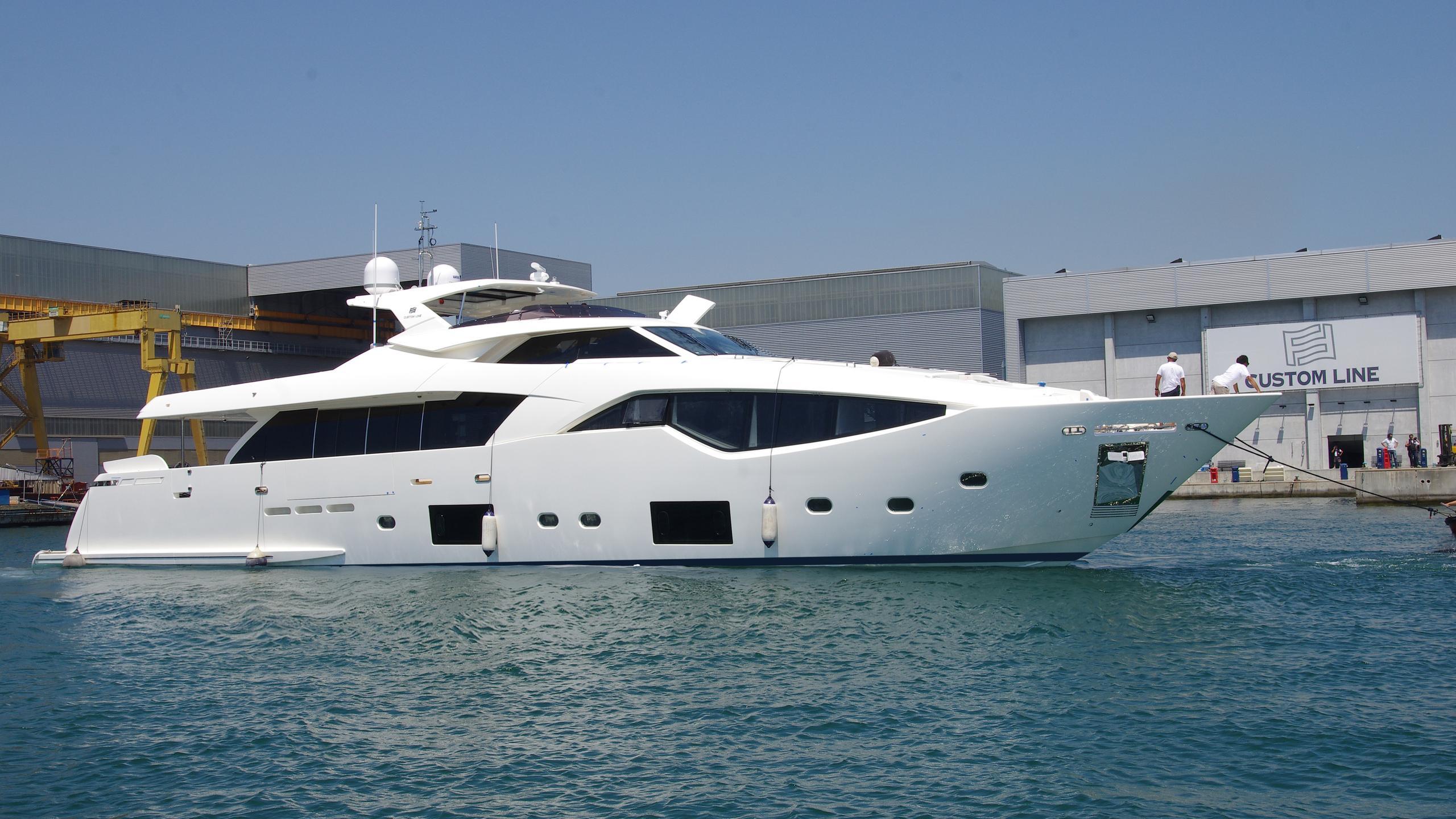 custom-line-108-yacht-exterior