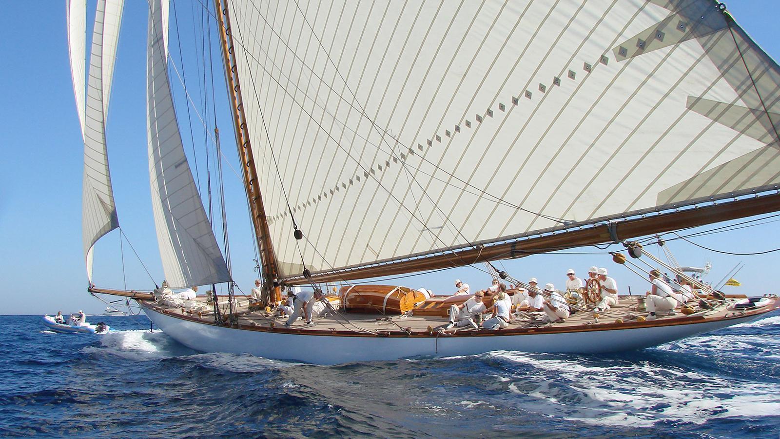 mariquita-yacht-sailing-stern