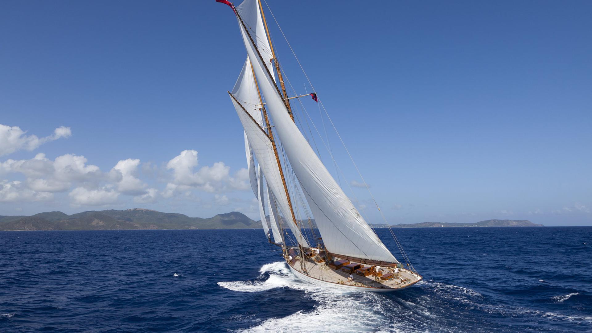elena-yacht-exterior-stern