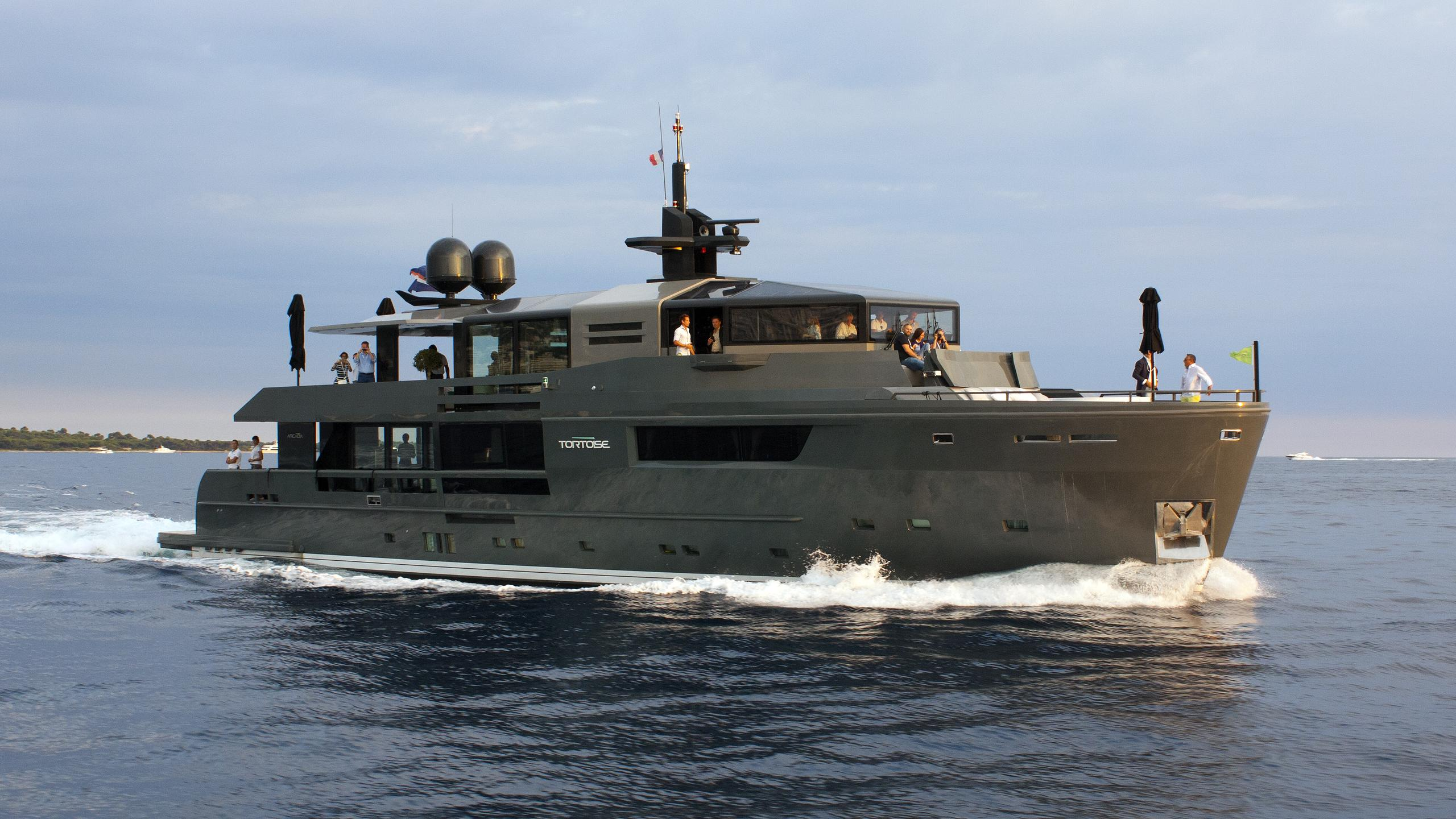 tortoise motoryacht arcadia yachts 115 2015 35m bow