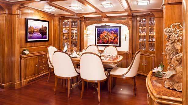 Super Yacht Hanuman dining room