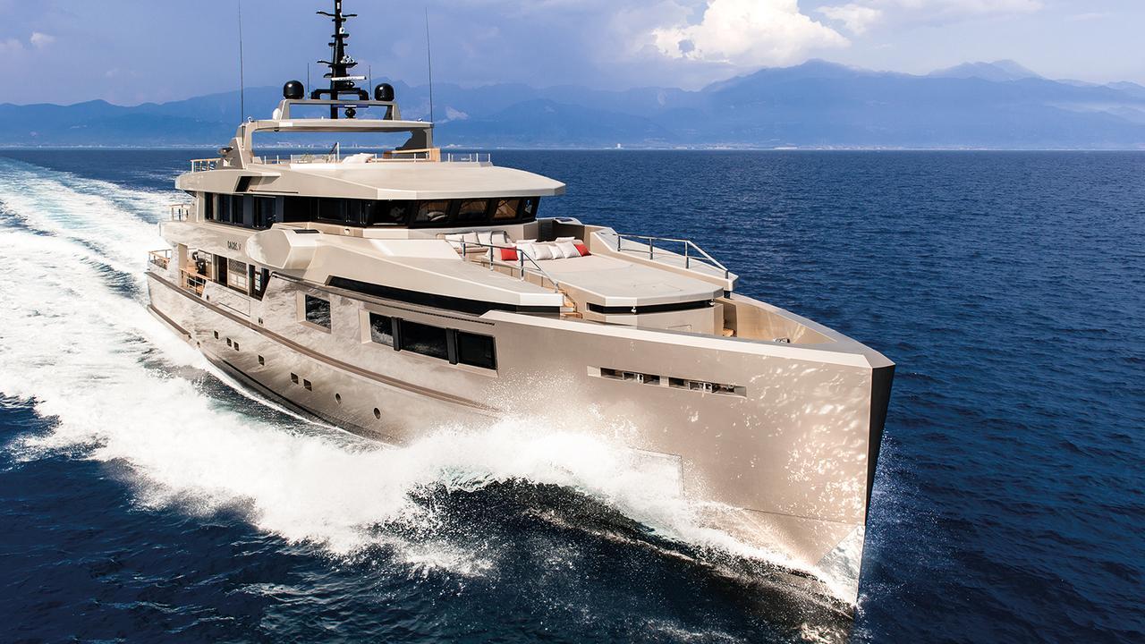 giraud cacos v motoryacht admiral 40m 2013 half profile