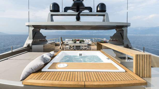 giraud cacos v motoryacht admiral 40m 2013 sundeck