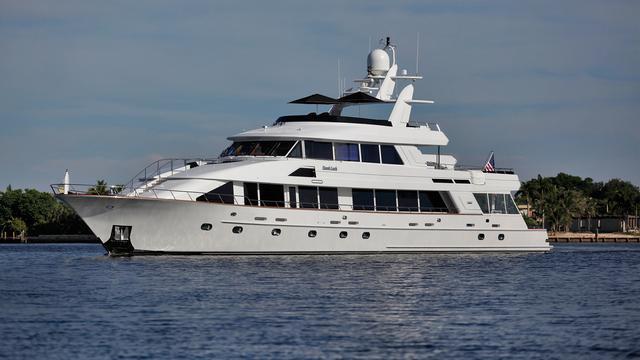 inspired dumb luck motoryacht crescent 39m 2000 half profile