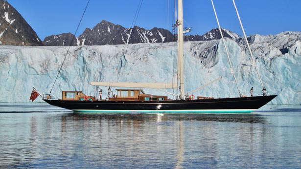 Sailing Yacht Pumula side view