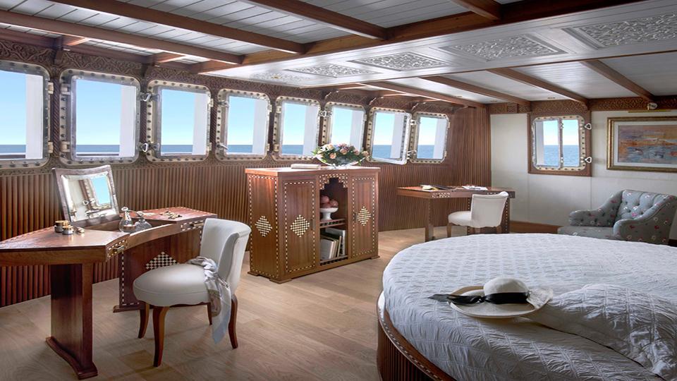la-sultana-yacht-bed