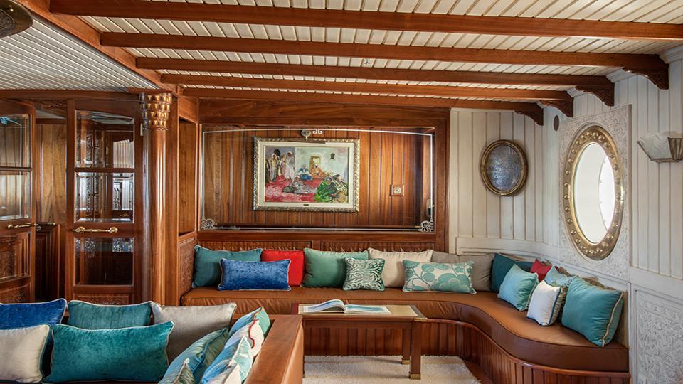 la-sultana-yacht-hall-1