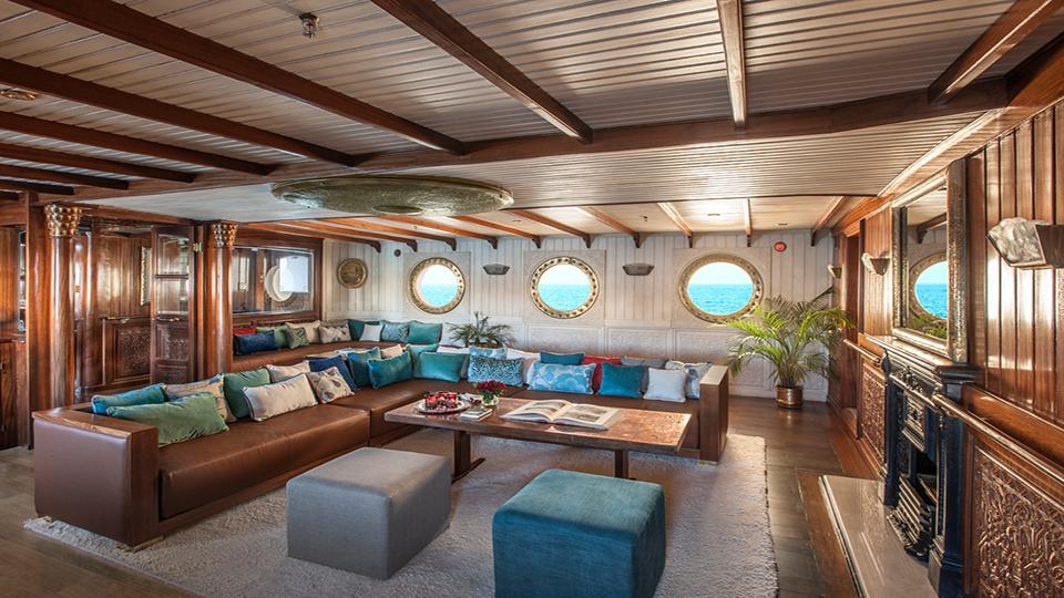 la-sultana-yacht-hall-2