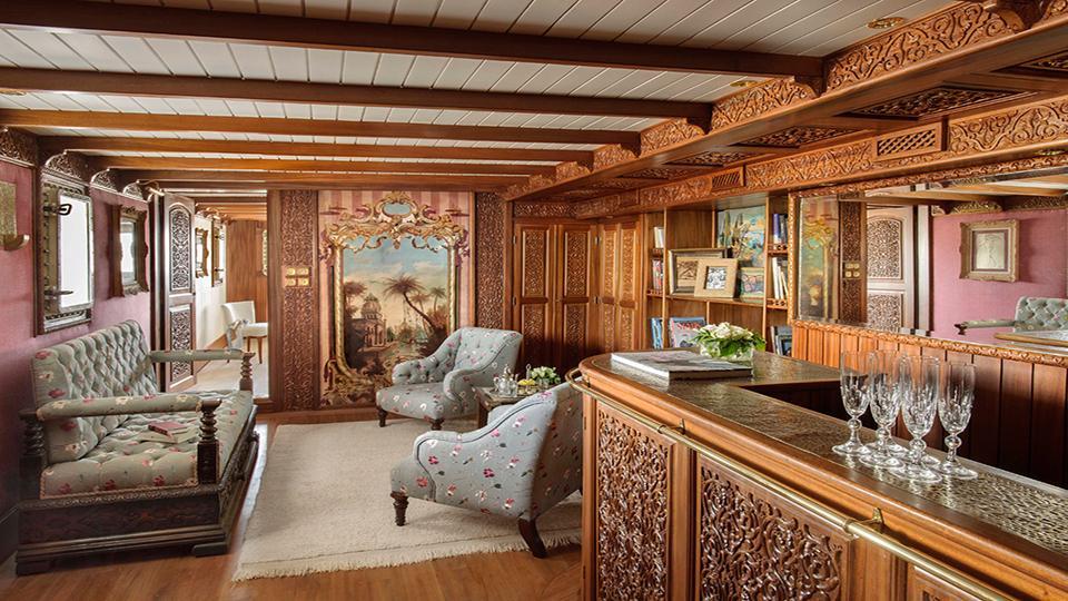 la-sultana-yacht-lounge-1