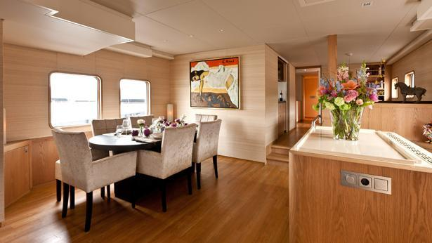 noorderzon lars motoryacht damen 36m 1995 dining area