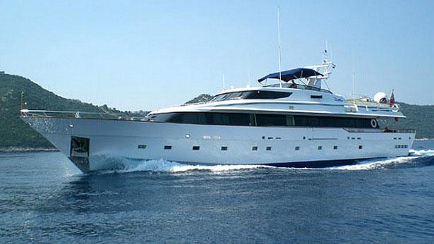 super-yacht-deep-blue