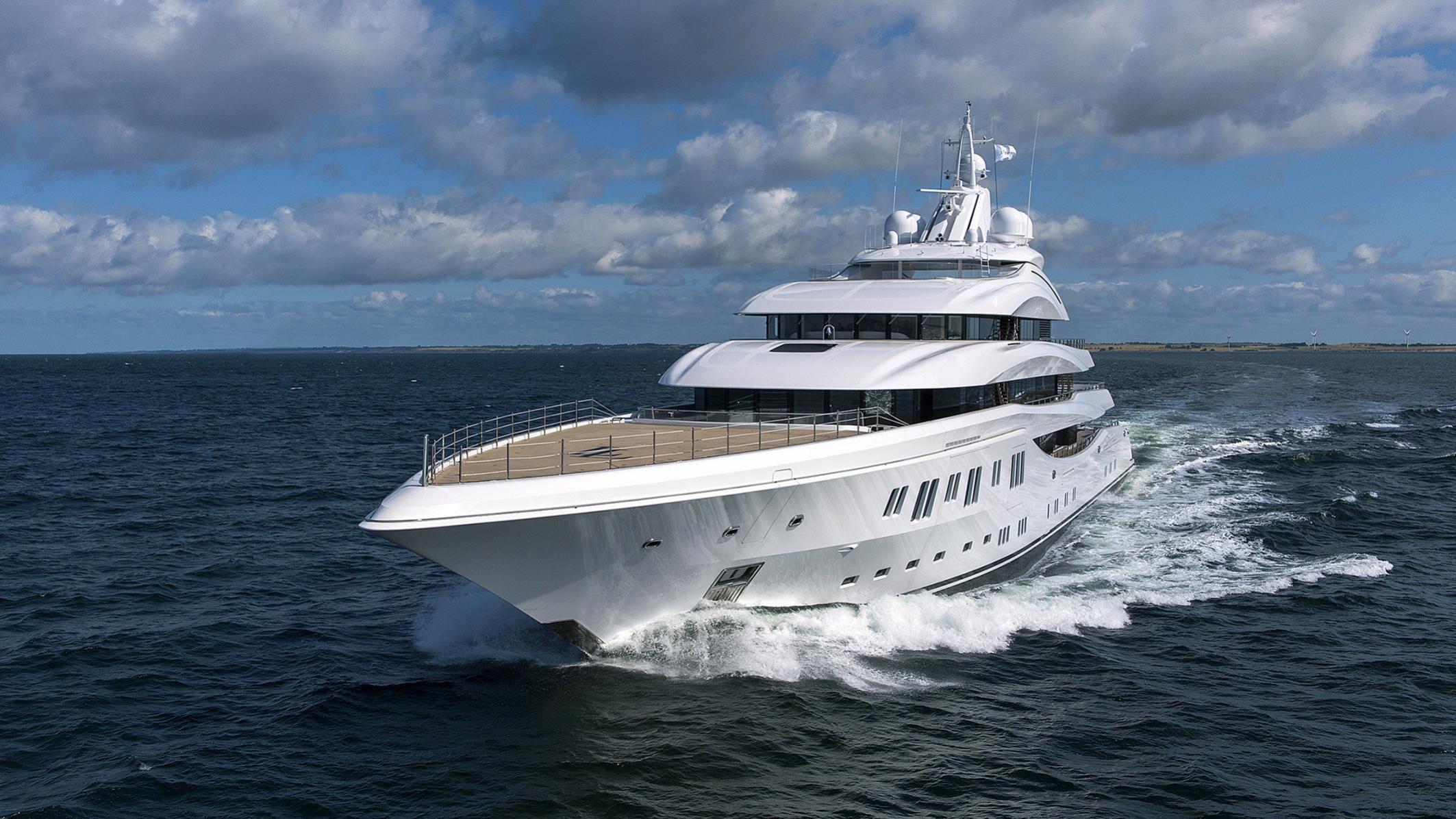 lady-lara-yacht-bow