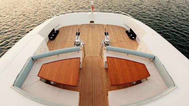 quaranta catamaran yacht logos marine 2013 34m foredeck