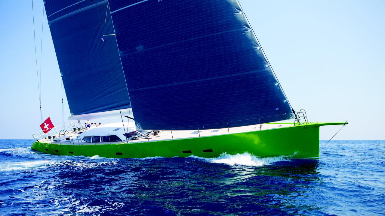 sailing-yacht-inoui-running
