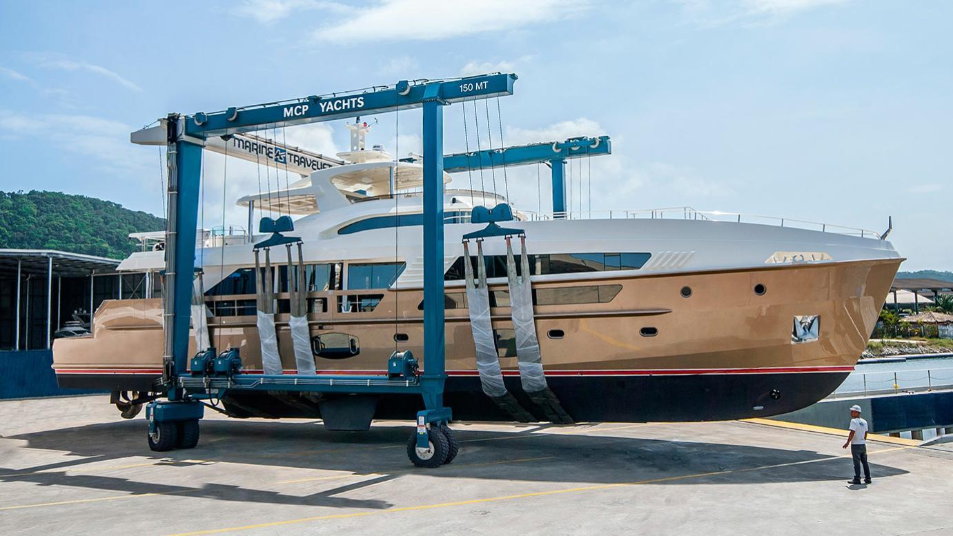 yacht-paradiso-launch