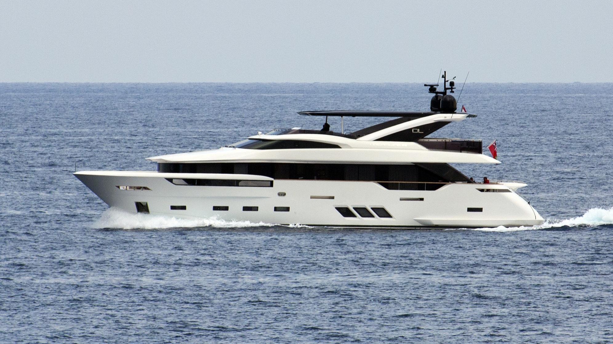 miss-anna-yacht-exterior