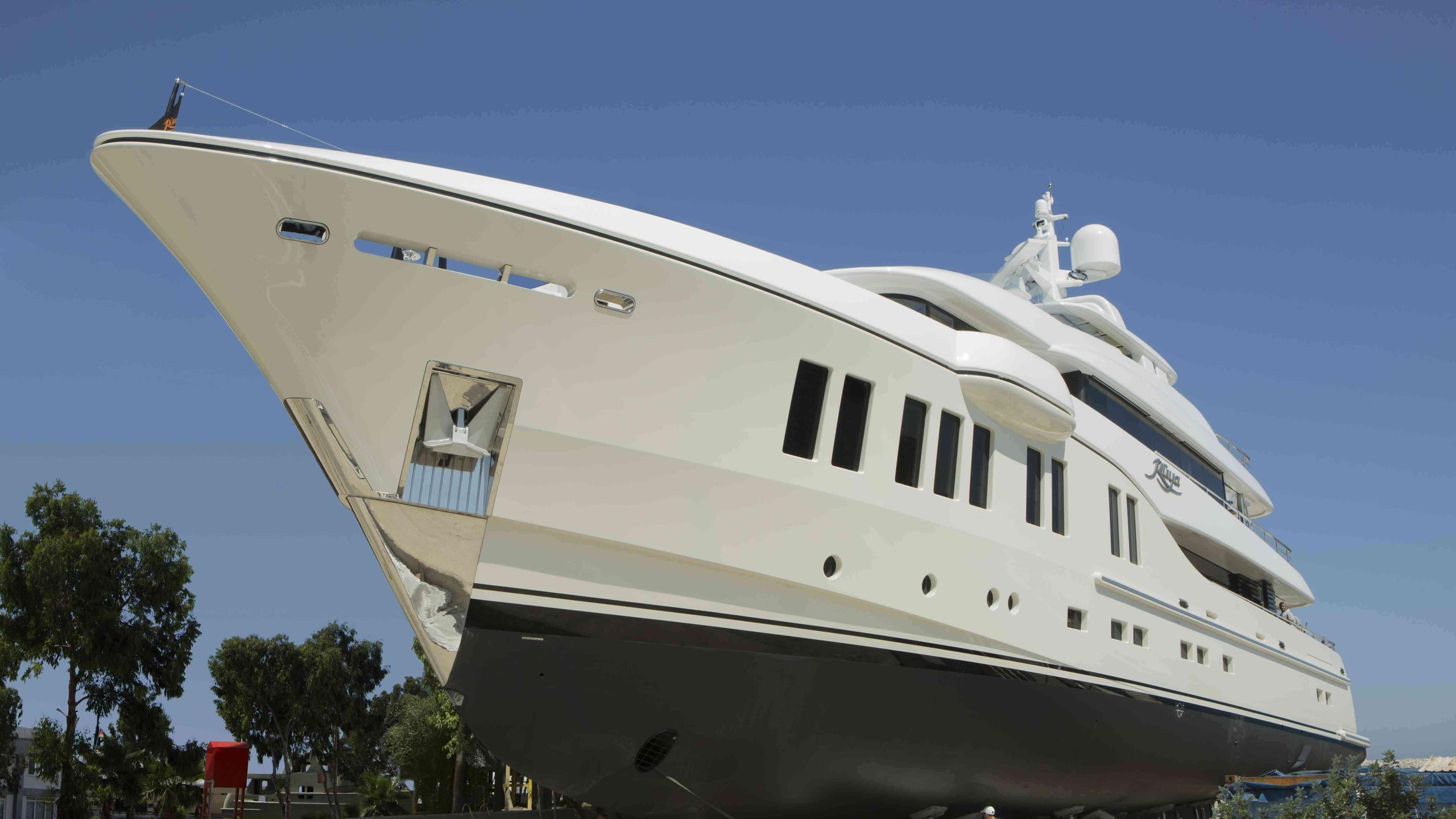 ruya-yacht-bow