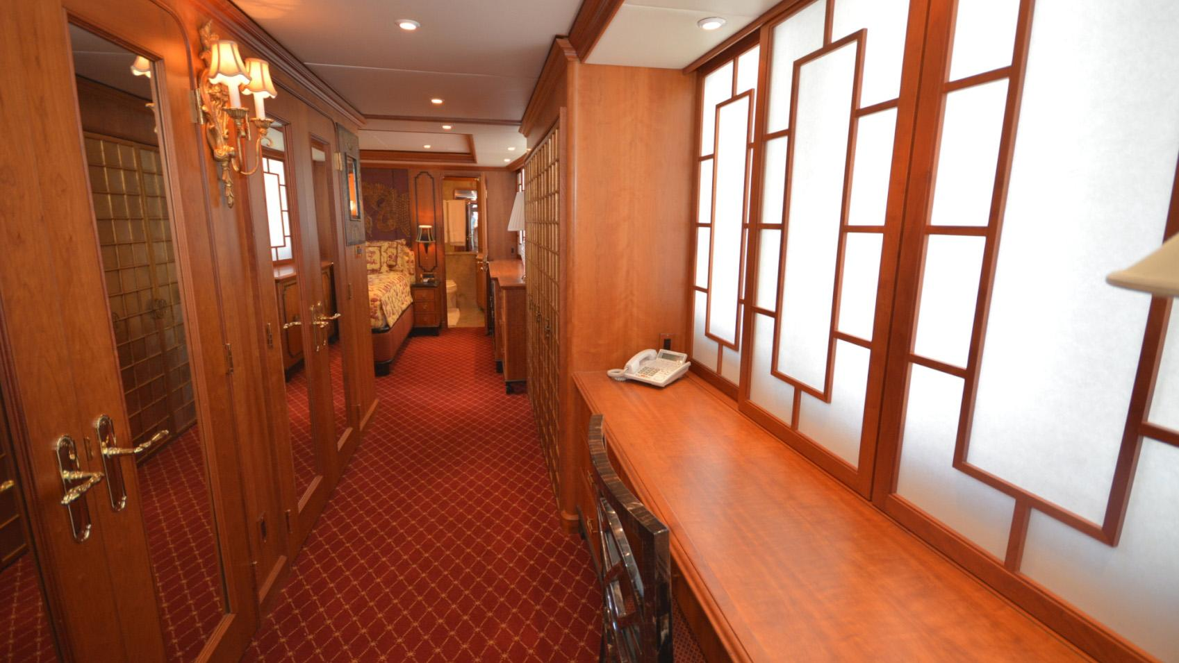 Ar De motor yacht for sale hallway