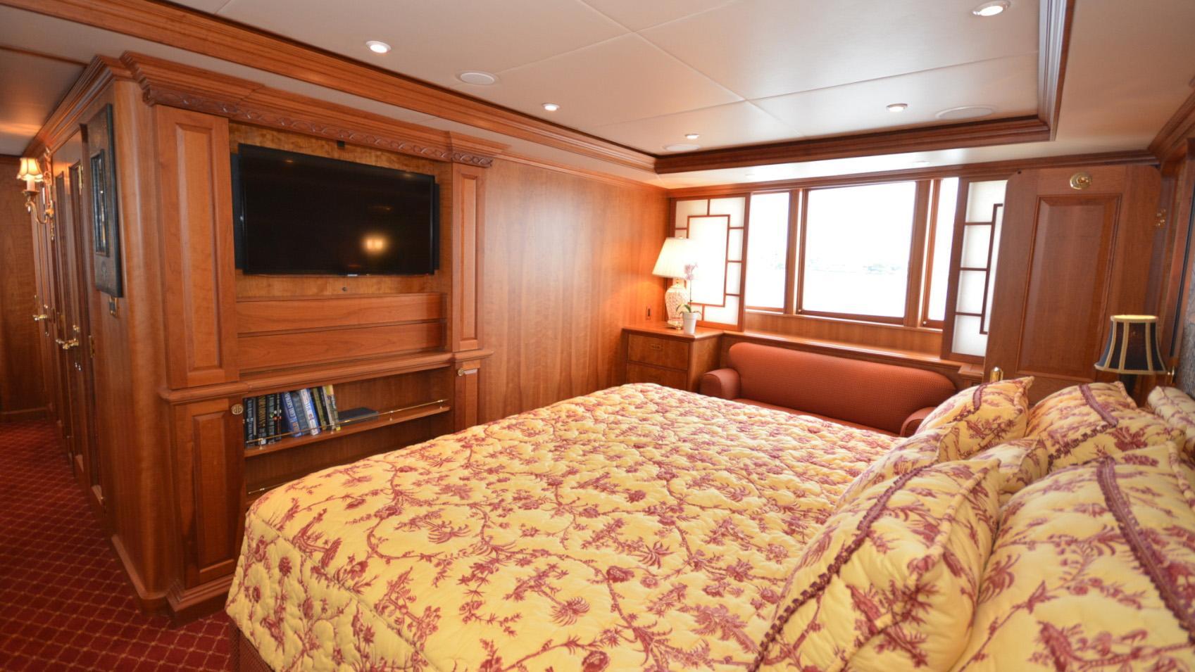 Ar De motor yacht for sale master cabin