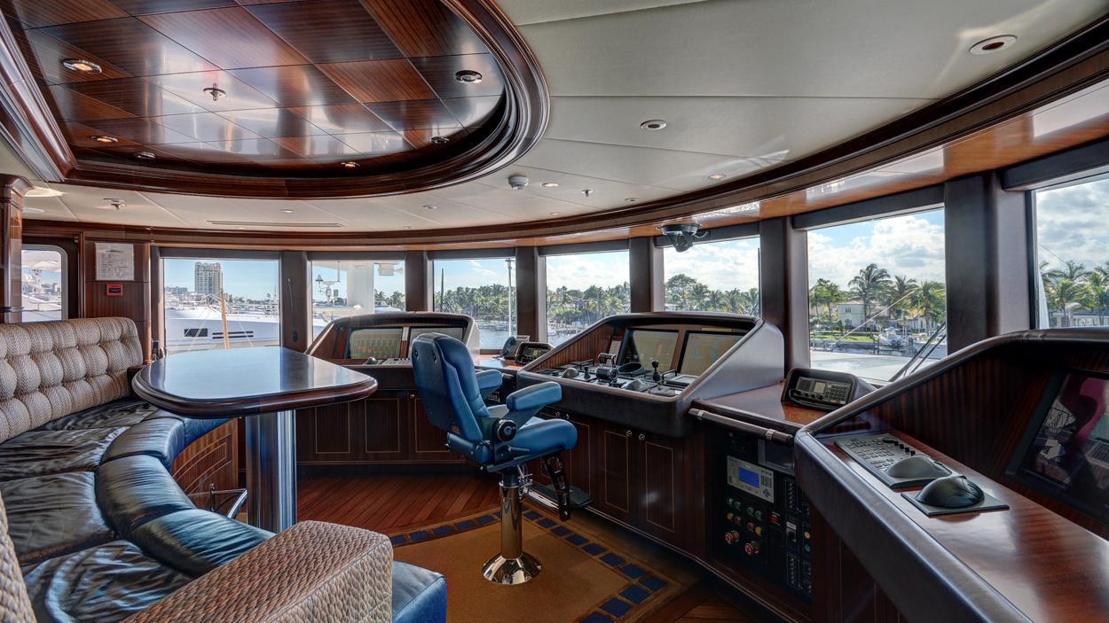 soverign motor yacht for sale helm