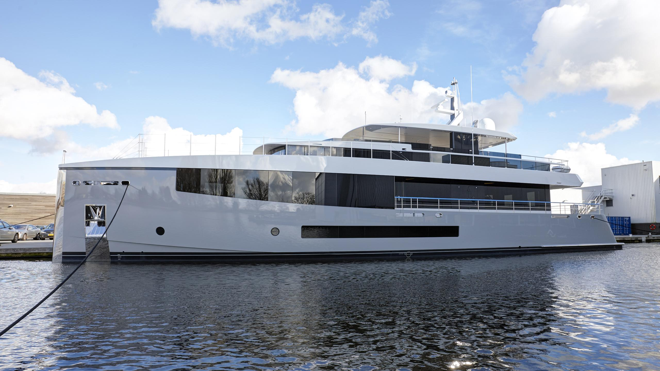 feadship-hull-692-2016-34m-de-voogt-bannenberg-rowell-yacht-exterior