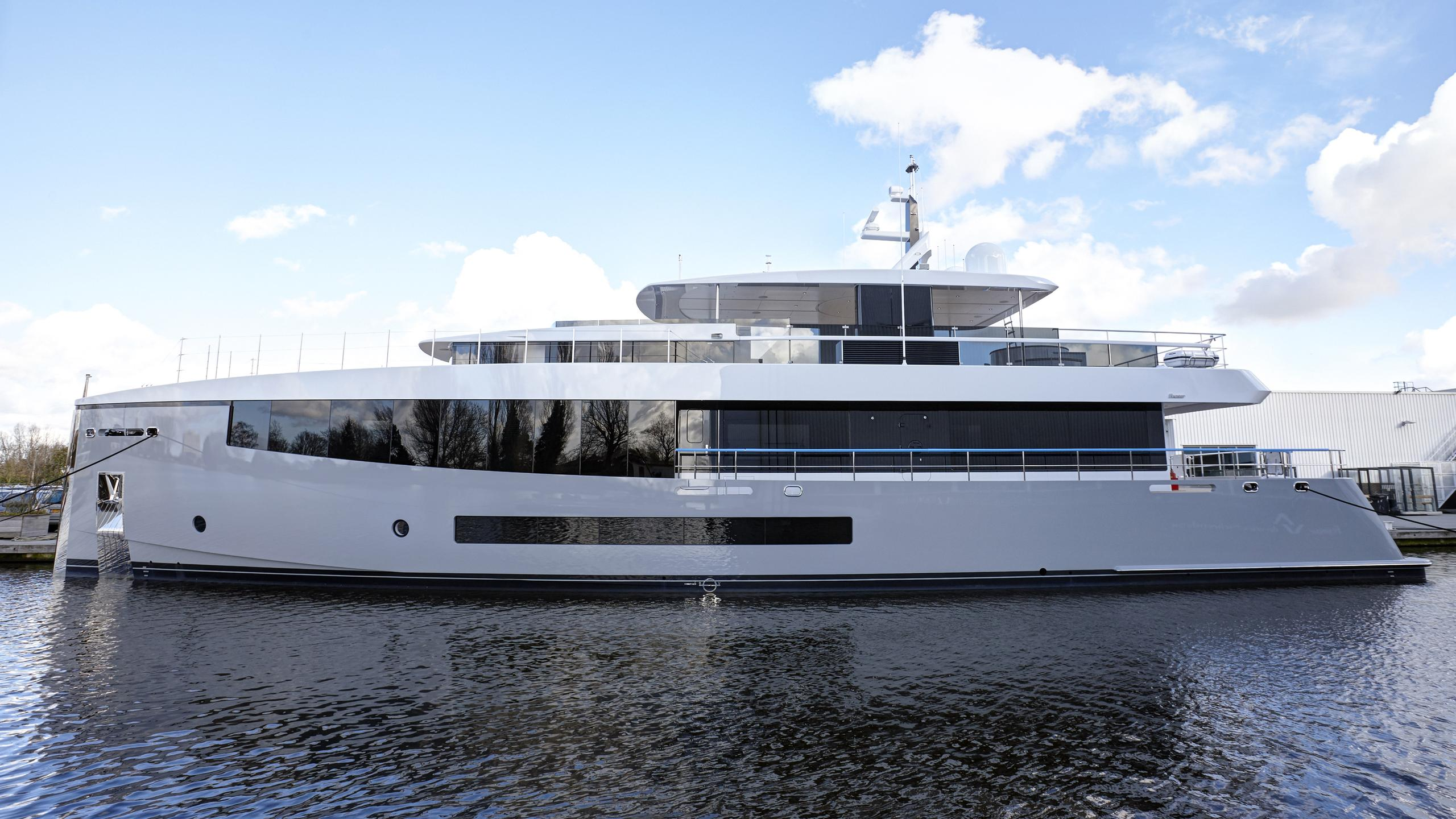feadship-hull-692-2016-34m-de-voogt-bannenberg-rowell-yacht-profile