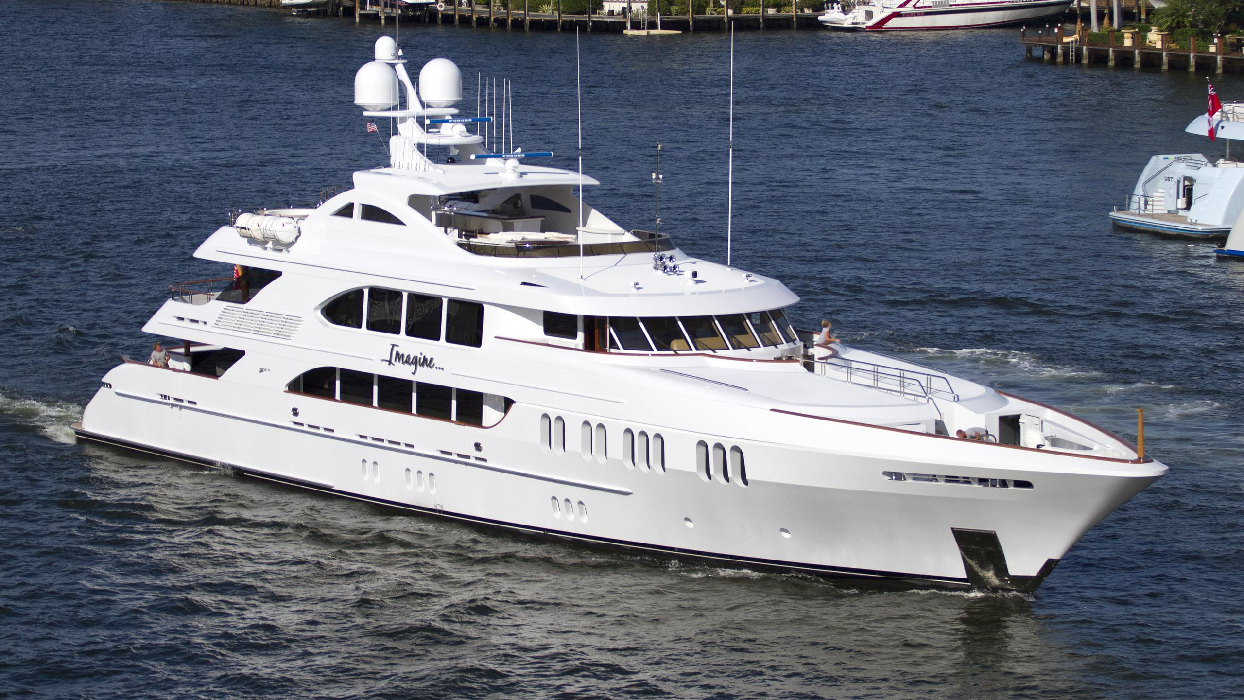 trinity-aspen-alternative-2010-motor-yacht-running