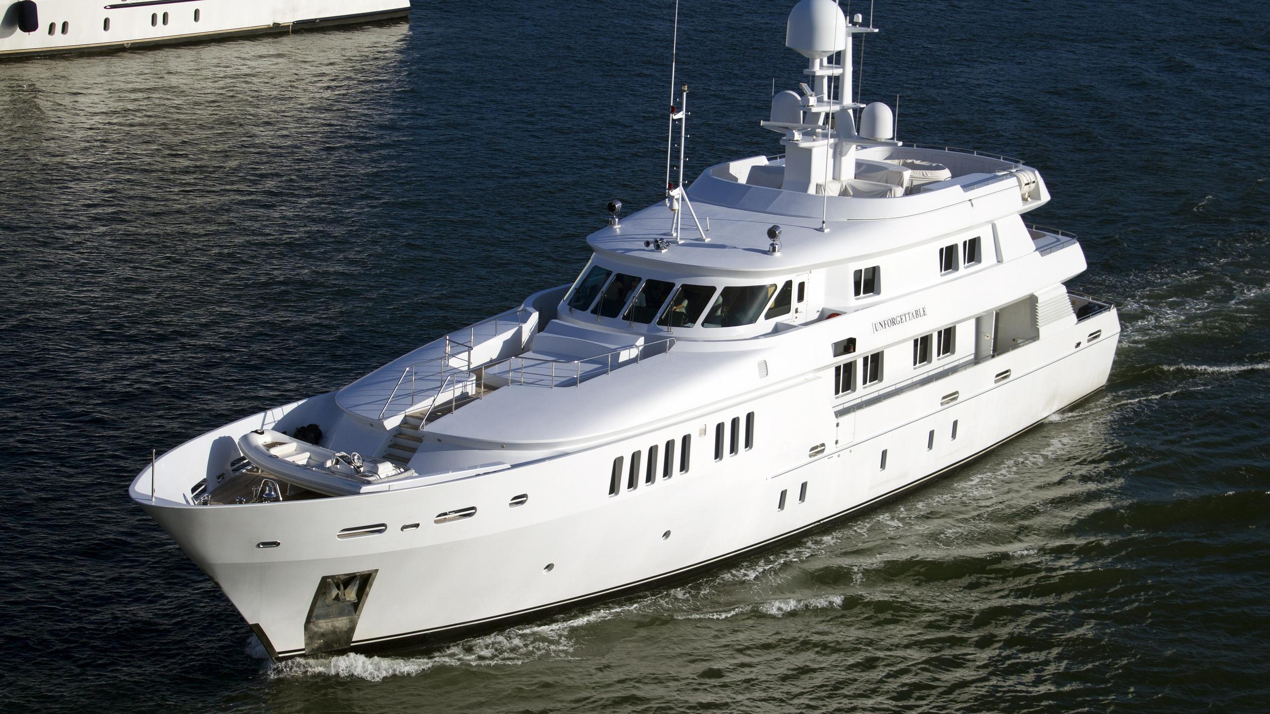 royal-denship-danyard-unforgettable-2003-motor-yacht-running