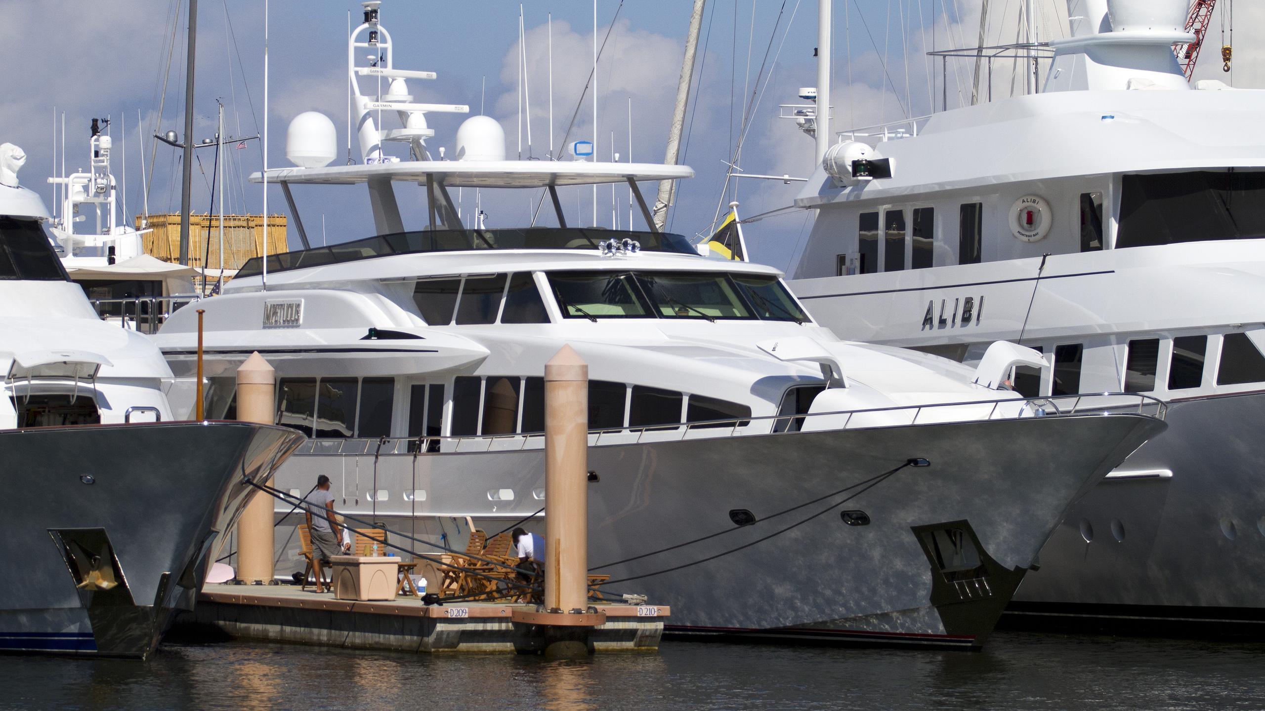 crescent-impetuous-2004-motor-yacht